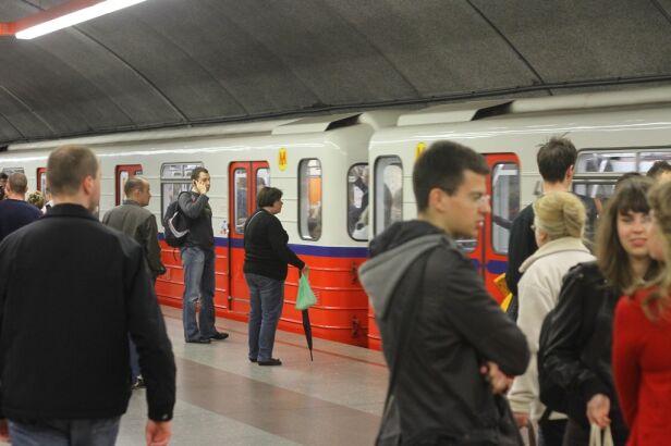Metro będzie kursowało rzadziej tvnwarszawa.pl