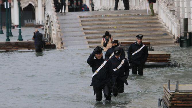 """Wenecja przygotowuje się na trzecią falę. """"Czeka nas ciężki dzień"""""""