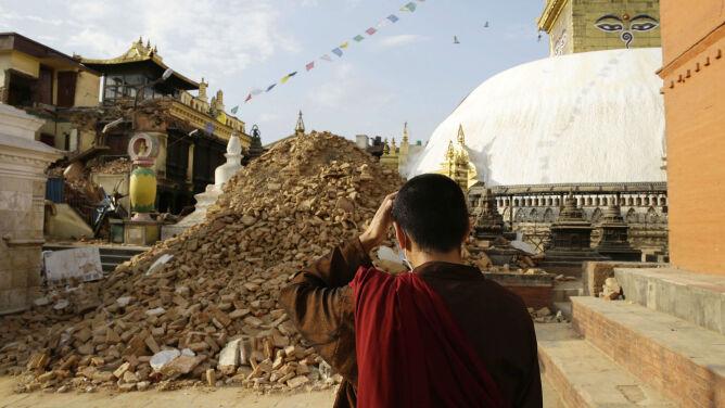 3,2 tys. osób zginęło, a 6,5 tys. jest rannych. Bilans trzęsienia w Nepalu rośnie