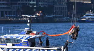 Protest na Sydney Harbour Bridge (PAP/EPA/DEAN LEWINS)